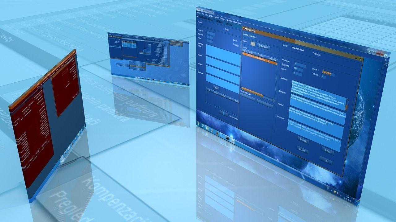 Schermi di computers con immagini di siti internet