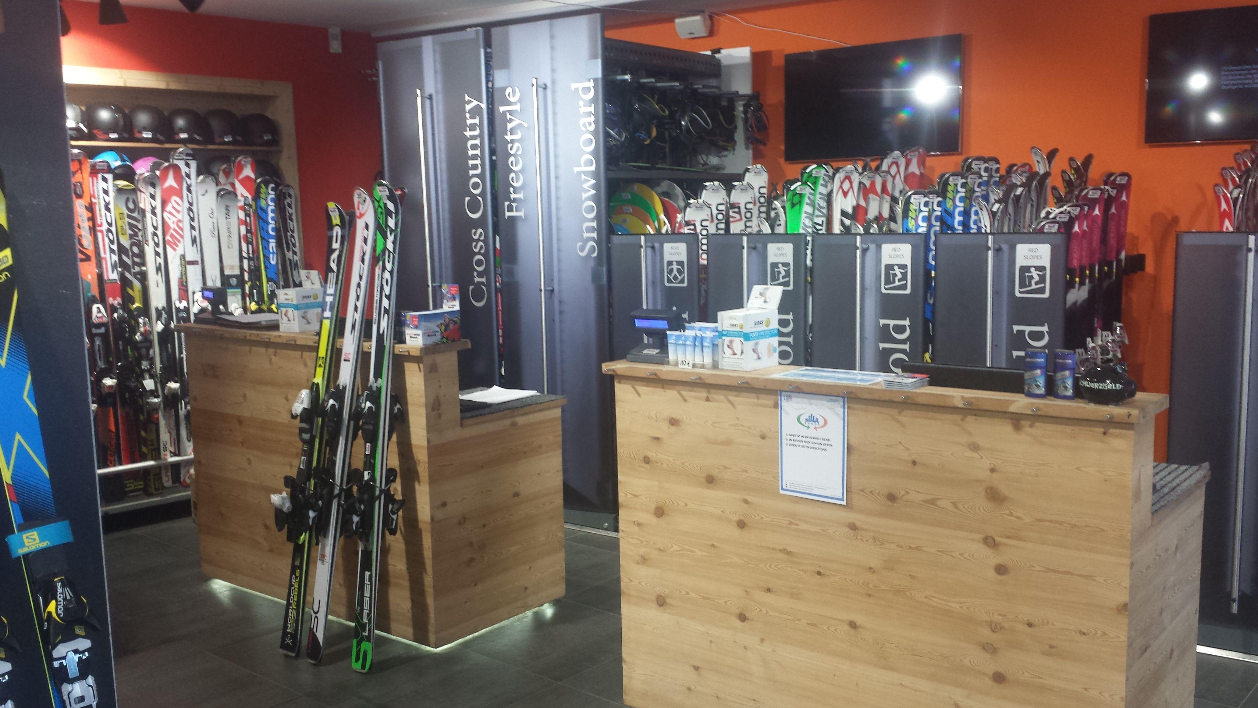 Interni di un noleggio sci che utilizza Rent-all